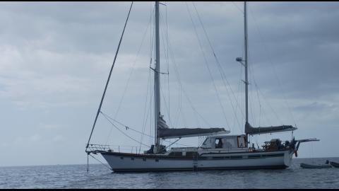 Irwin Yacht Irwin 65 : At anchor