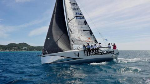 Jeanneau Sun Fast 3200 : Navigating on the wind port tack