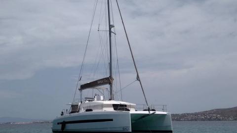 Bali 4.5 : At anchor