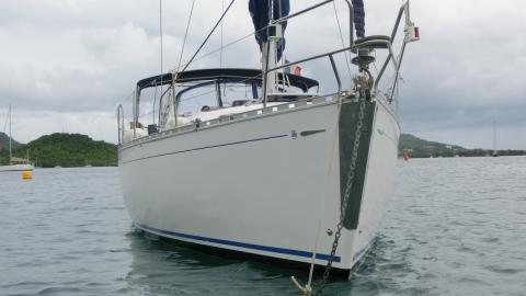 Dufour 36 Classic: At anchor