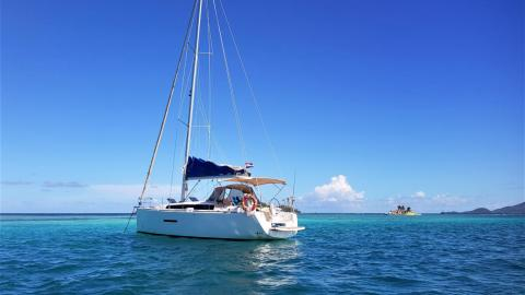 Dufour 380 Grand'Large: At anchorage in Caraibes