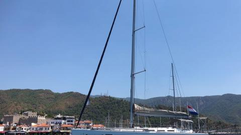 Dufour 45 E Performance : At anchor