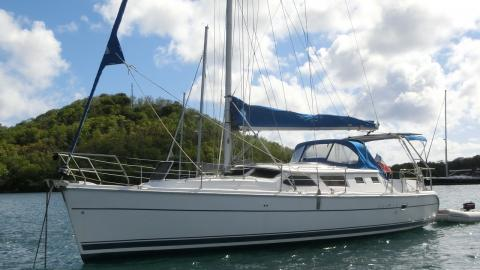 Hunter 44 DS : At anchor in Martinique