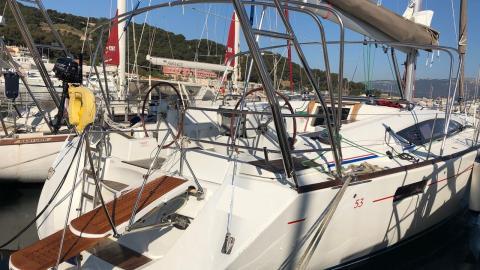 Jeanneau 53: In the marina