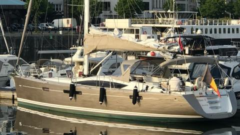 Jeanneau 57: In the marina
