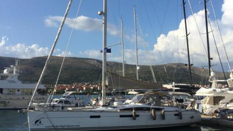 Jeanneau Yacht 57 : In the marina