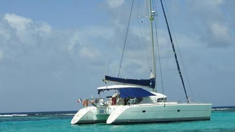 Lagoon 410 S2 : At anchor