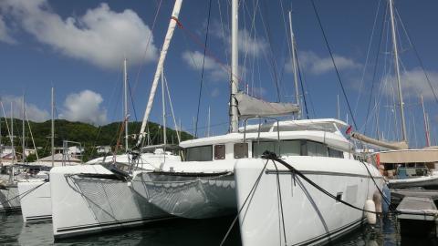 Lagoon 420: In the marina
