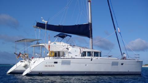 Lagoon 440: At anchor