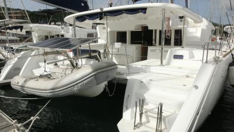 Lagoon 450 F: In the marina