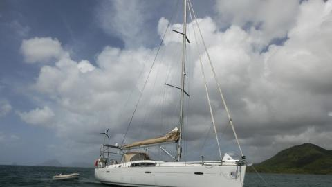 Bénéteau Oceanis 43 : At anchor in Martinique