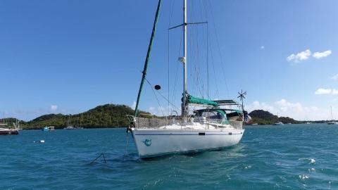 Bénéteau Oceanis 430 : At anchor in Martinique