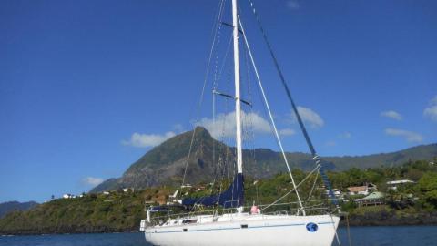 Bénéteau Oceanis 500 : At anchorage