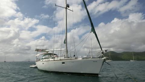 Oceanis 510: At anchor