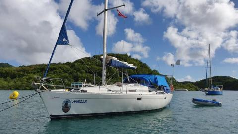 Bénéteau Ocenais 381 : Martinique anchorage
