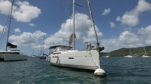 Jeanneau Sun Odyssey 409 : On a buoy in Martinique