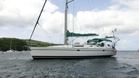 Sun Odyssey 42.2: At anchorage
