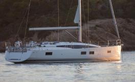 Jeanneau 51 : At anchor