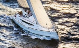 Jeanneau Sun Odyssey 389 : Navigating one the wind