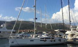 Jeanneau Yacht 57 : In the marina