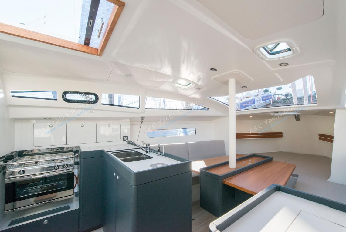 Rm 970 rm yachts rm 970 sailing monohull on boats for Amenagement interieur bateau