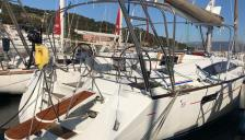 Jeanneau 53: In the marina