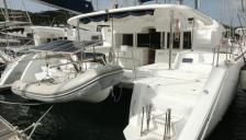 Lagoon 450 F: In the marina