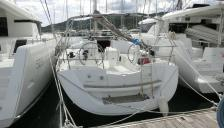 Sun Odyssey 42i: Seen from the pontoon