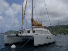 At anchor in Martinique - Lagoon Lagoon 380, Used (2003) - Martinique (Ref 463)