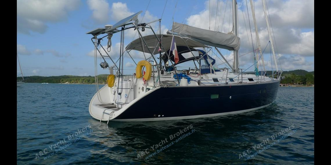 At anchor in Martinique - Beneteau Oceanis 411 celebration, Used (2003) - Martinique (Ref 245)