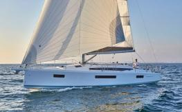SUN ODYSSEY 410 by Jeanneau: Guided Tour Video (in English)