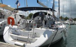 In the marina - Jeanneau Sun Odyssey 42I, Used (2007) - Guadeloupe (Ref 434)