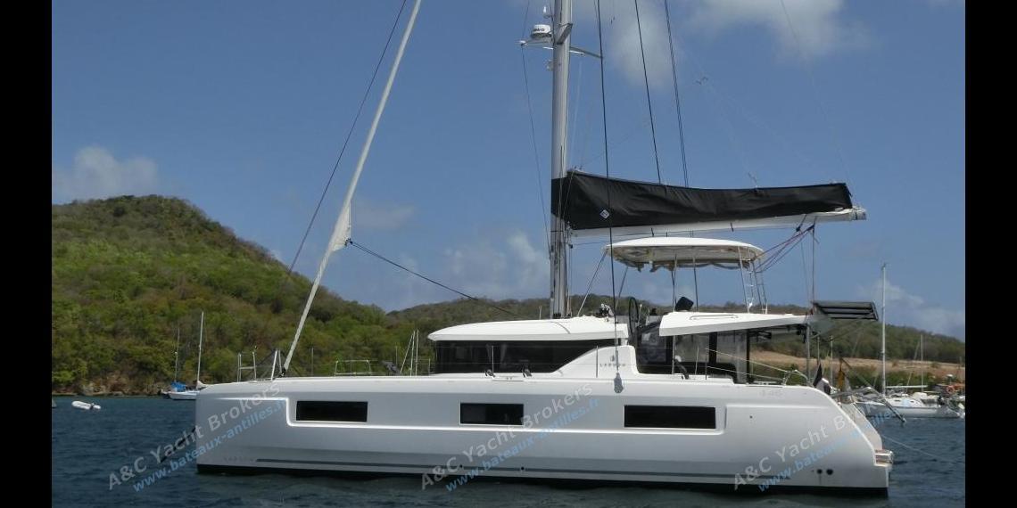 CNB Lagoon 46  : At anchorage Sainte-Anne in Martinique